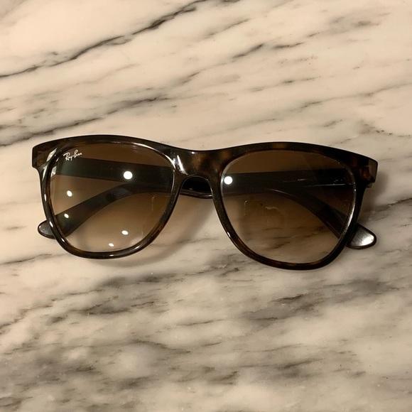 Ray-Ban tortoise classic sunglasses